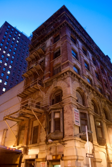 A gorgeous building on the corner of Sansom and Juniper Street, Philadelphia. I love when architecture is artificially lit at twilight.