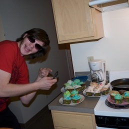 Kyle Psulkowski acting as Betty Breznay - the sunglasses, the photographing of cupcakes, the whole 9 yards!
