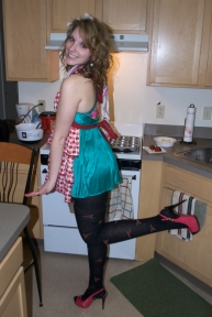 Dress your Betsey-Bestey! (My apron is longer than my dress!)