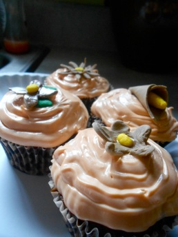 Little flower cupcakes.