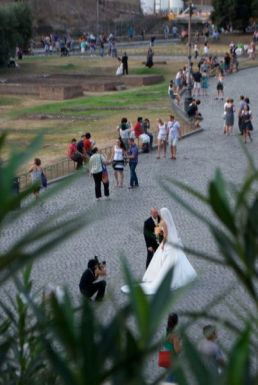 How romantic, having your wedding shots at the same place countless other newly weds are.