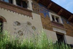 The side of a domus in Quartiere Coppedè.