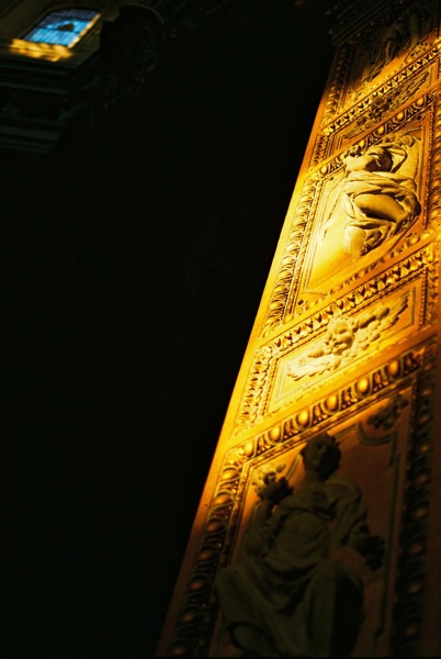 Sun hits the gilded adornments to the altar, a reminder of Nero's fire?