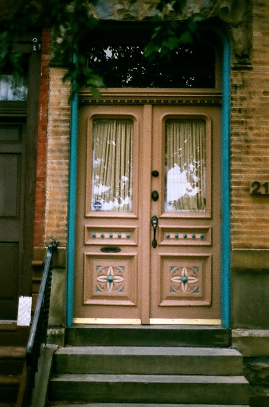 A pair of my favorite Philly Doors. IG: #phillydoors